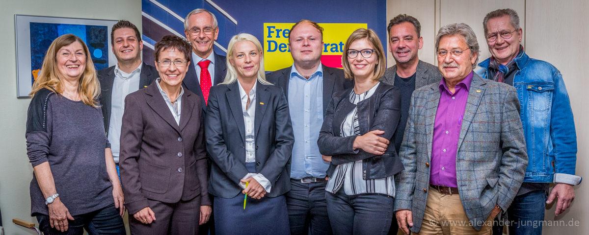 Der Neugewählte Vorstand der FDP Neu-Isenburg, mit Dirk Stender, dem neuen Ortsvorsitzenden (Bildmitte).