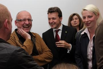 v.l.n.r.: Harald Keydel, Jörg Müller, Helga Gräber und Susann Guber, haben das lachen nicht verlernt und zeigen Größe, auch wenn die Bilanz nicht ganz stimmt.