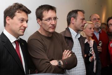 v.l.n.r.: Jörg Müller, Elvis Ness, Axel Schlenker, Susann Guber und Gerhard H. Gräber, während der Verkündung der Wahlergebnisse.