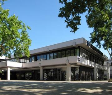 Stadtbibliothek in der Hugenottenhalle.