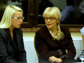 Eva Dude (rechts) mit Susann Guber im Gespräch.