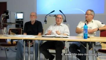 v.l.n.r.: Gerhard H. Gräber - Moderator, Rolf Keim aus Langen- Referent/Stv. Kreisbrandinspektor, Stefan Werner – Referent, Stadtbrandinspektor Neu-Isenburg.