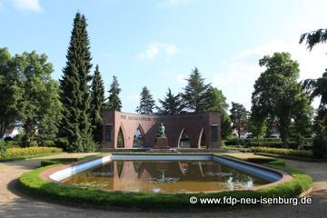 Ehrenmal für die Gefallen der beiden Weltkriege auf dem alten Friedhof in Neu-Isenburg.