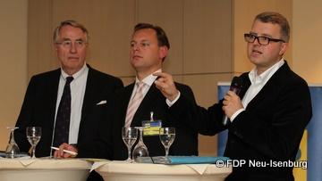 v.l.n.r.: Dr. Wolf Klinz (MdEP), Thilo Seipel (stellv. Vorsitzender) und Frank Schäffler (MdB).