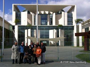 FDP Delegation vor dem Bundeskanzleramt.