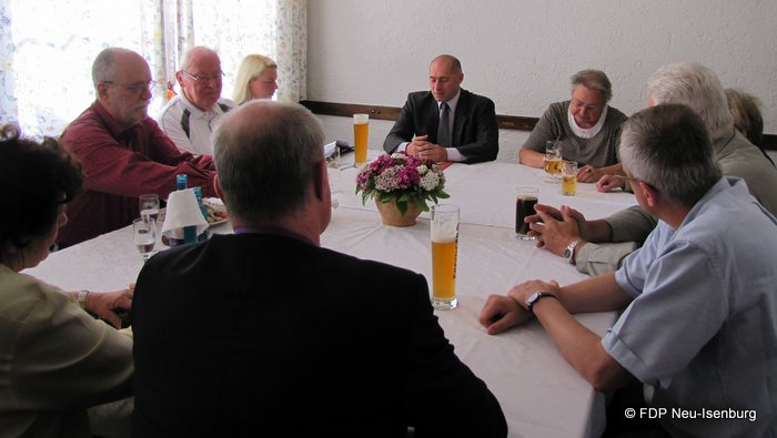 v.l.n.r.: Gerhard H. Gräber, Kreisvorsitzender LiS OF Land, Rudi Reitz, Susanne Guber, Frakt.Vorsitzende N-Isbg., René Rock, MdL, Edith Reitz, Ortsvorsitzende LiS Neu-Isenburg.
