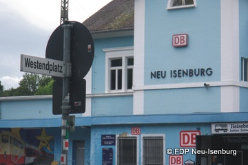 Namensvorschlag für den Bahnhofsvorplatz der FDP Neu-Isenburg (Fotomontage: Alexander Jungmann)