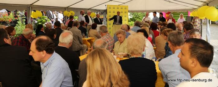 Gut gefülltes Festzelt beim Sommerfest der FDP Offenbach Land.