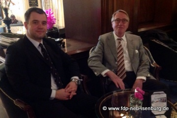 v.l.n.r.: FDP-Neumitglied Daniel Wilkening und Dr. Wolf Klinz, MdEP .