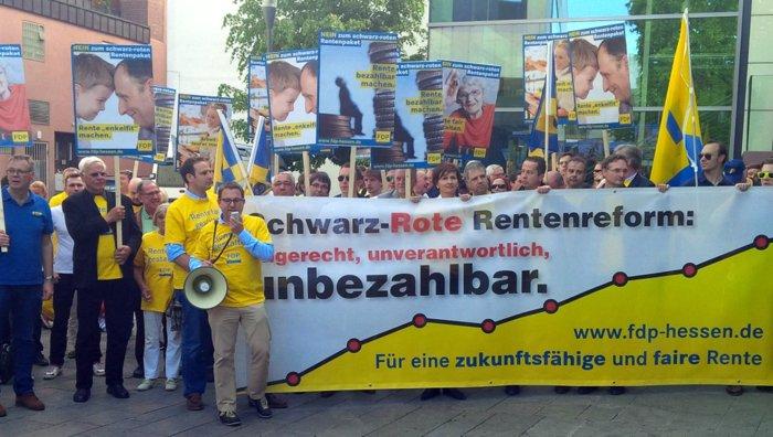 FDP Protest in der Landeshauptstadt Wiesbaden gegen die Rente mit 63