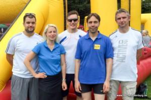 Siegerfoto des Human-Table-Soccer-Teams der FDP (v.l.n.r.): Daniel Wilkening, Susann Guber, Elvis Ness, Andreas Frache und Falk Schubert.