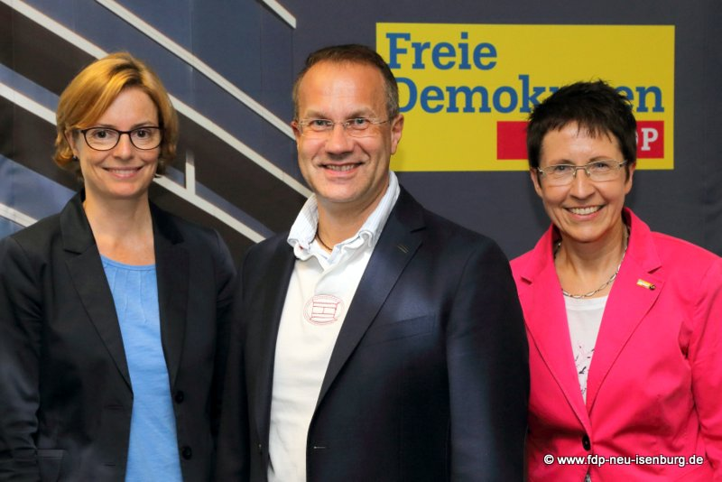 v.l.n.r.: Mirjam Schwan, IHK Offenbach, Jürgen Lenders, FDP-Fraktion, Hessischer Landtag, Dagmar Weiner, Europabeauftragte FDP Kreis Offenbach.