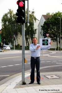 "Bürgermeisterkandidat Thilo Seipel inmitten des ""Ampeleis"""