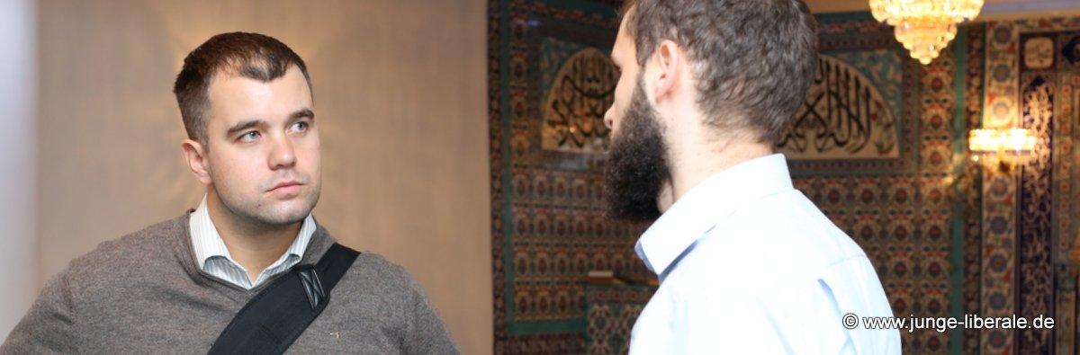 Daniel Wilkening, Vorstandsmitglied der Jungen Liberalen Hessen, im Gespräch mit Talha Taskinsoy vom Violence Prevention Network.