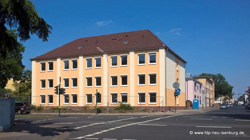 Flüchtlingsheim in der Hugenottenallee (ehem. Trafohaus)