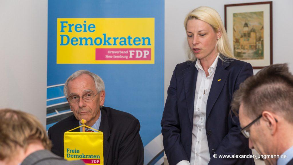 Hans-Joachim Neumann, stellvertretender Ortsvorsitzender, und Susann Guber, neue Ortsvorsitzende der FDP Neu-Isenburg.