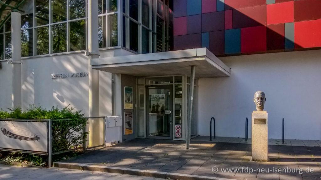 Eingang zum Zeppelinmuseum