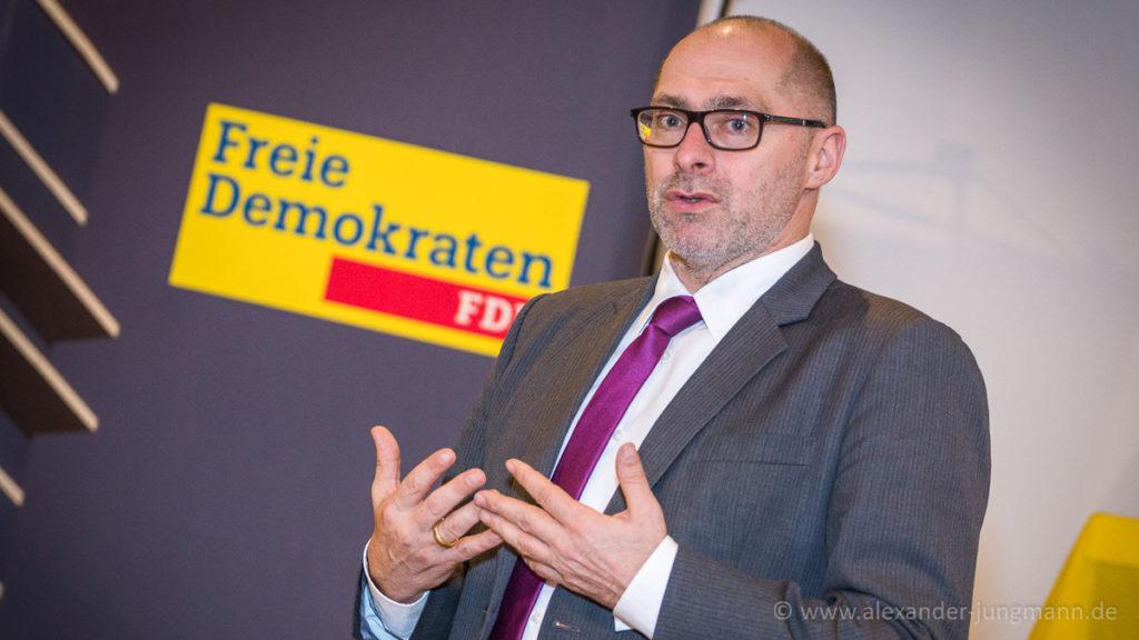 René Rock, MdL und Parlamentarischer Geschäftsführer der FDP-Fraktion im Hessischen Landtag, moderierte den Abend.