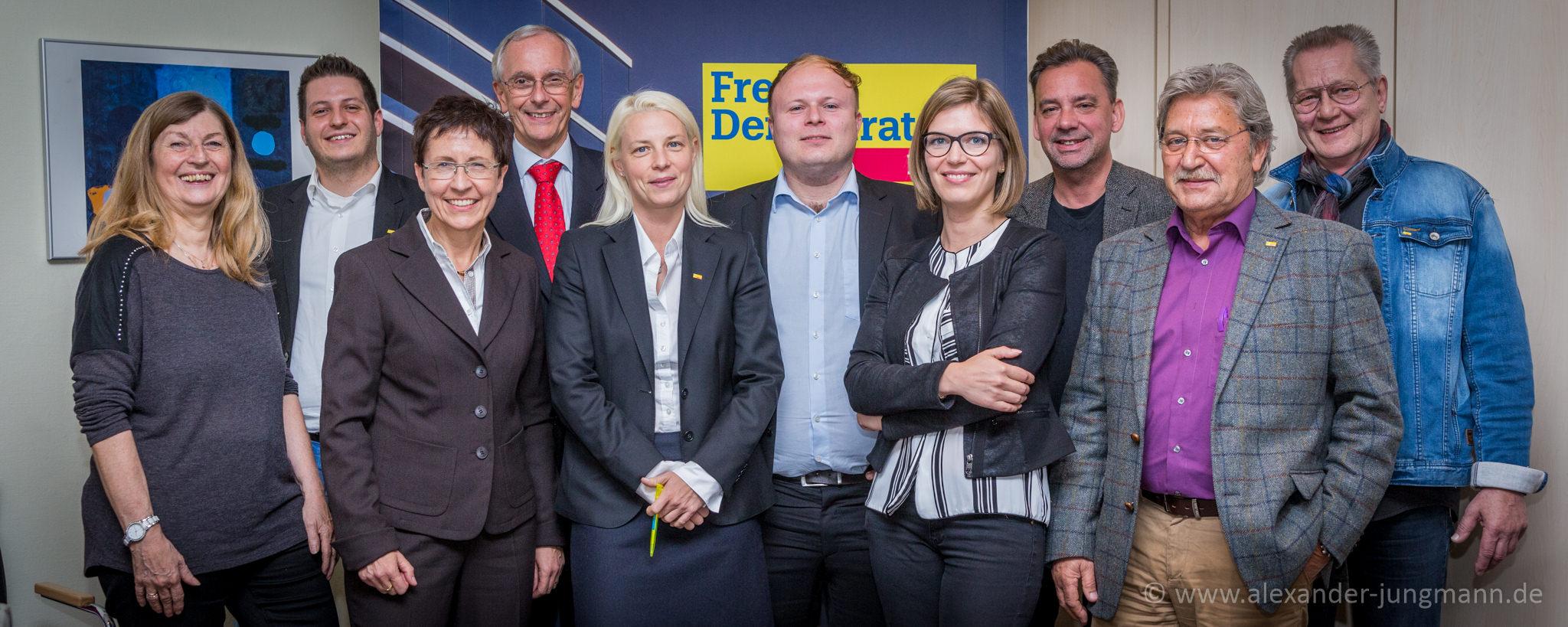 vlnr: Helga Gräber, Simon Gröpler, Dagmar Weiner, Hans-Joachim Neumann, Susann Guber, Dirk Stender, Lisa Schmitz, Andreas Monath, Rolf Scholibo, Jörg Kloppstech