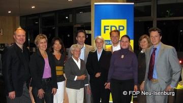 Marlis Otto (4 von links), Andreas Frache (5 von links), Susann Guber (6 von links), Helga Gräber (2 von rechts) und Jörg Müller (ganz rechts).