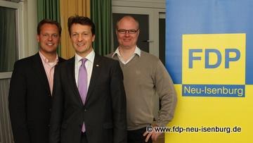 Die neue Führungsspitze der FDP Neu-Isenburg: Jörg Müller (Vorsitzender), flankiert von Thilo Seipel (stellv. Vorsitzender) zur Linken und Richard Krüger (stellv. Vorsitzender) zur Rechten.