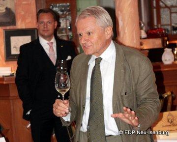 v.l.n.r.: Thilo Seipel, stv. Ortsvorsitzender und Stefan Ress, Präsident des Rheingauer Weinbauverbandes.