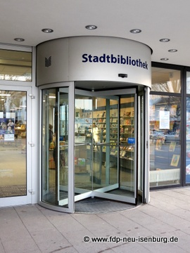 Eingang der Stadtbibliothek.