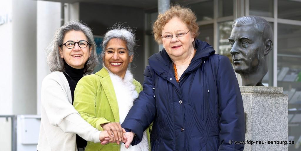 Frauenpower für den Ortsbeirat in Zeppelinheim (von links): Olja Busch (Listenplatz 1), Aruna Miriam Baronner (Listenplatz 2) und Margot Chelius (Listenplatz 3).