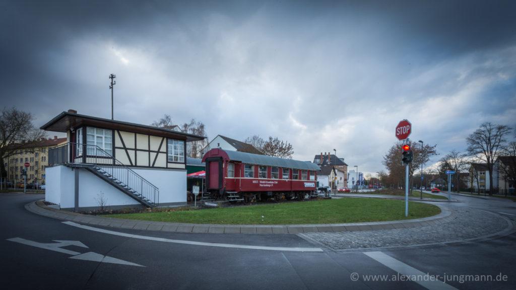 Beampelter Kreisel im Kreuzungsbereich von Hugenottenallee, Schleussner- und Carl-Ulrich-Straße