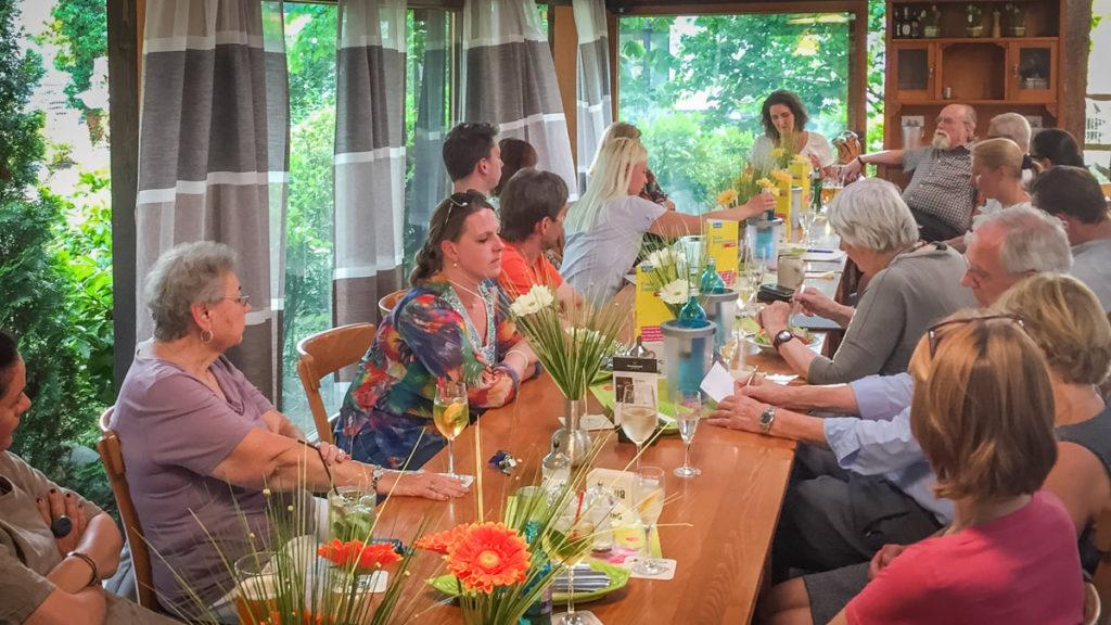 Interessierte Zuhörer beim Vortrag der Kunsthistorikerin Esther Erfert