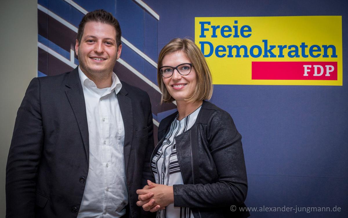 Simon Gröpler (links) Vorsitzender und Lisa Schmitz (rechts) stellv. Vorsitzende der Jungen Liberalen in Neu-Isenburg.