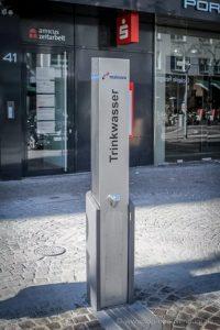 """Beispielhafte Abbildung eines Trinkwasserbrunnens auf der """"Fressgasse"""" in Frankfurt am Main."""