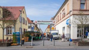 Wochenmarkt in der Fußgängerzone