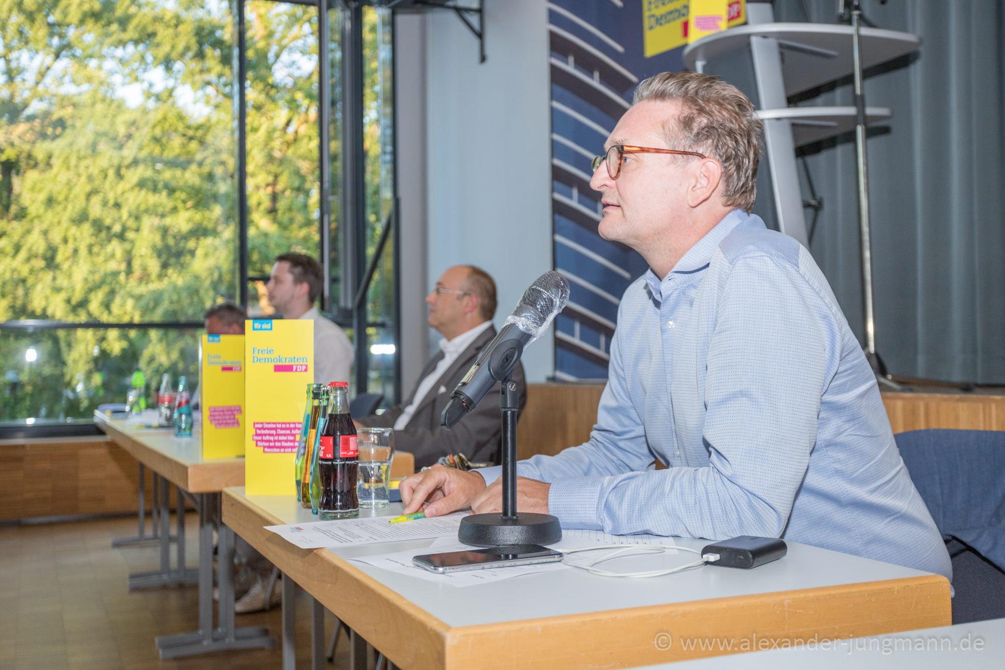 Oliver Stirböck (MdL), bei der Sitzungsleitung.
